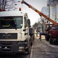 На Інституцькій уже розбирають бетонний блок-пост
