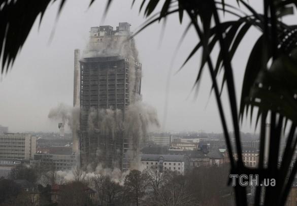 У Німеччині потужним вибухом знищили 116-метровий хмарочос