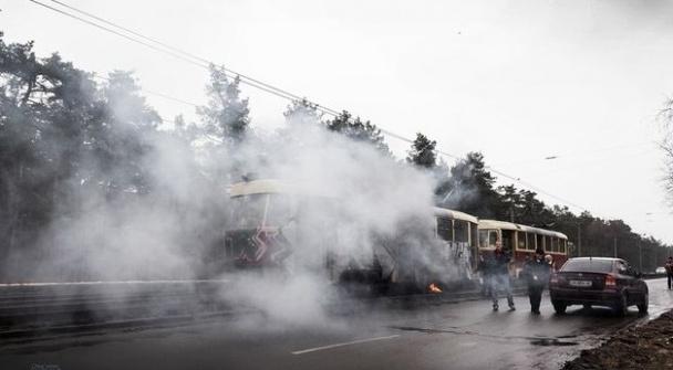 У Києві на ходу загорівся трамвай з пасажирами. ФОТО