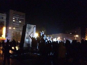 У Житомирі повалили пам'ятник Леніну. Як це було. ВІДЕО. ФОТО