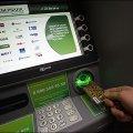 У столиці утворились великі черги до банкоматів та супермаркетів