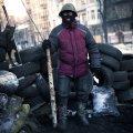 """Самооборона Майдану і її """"зброя"""". ФОТО"""