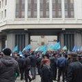 Під час сутичок біля ВР Криму помер чоловік