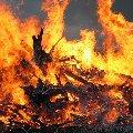 На Житомирщині пожежні ледь встигли винести з вогню знепритомлену людину