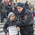 """""""Война с Украиной - безумие"""": суд наказал пожилую учительницу географии за выход на антивоенную акцию в Москве"""
