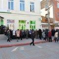 Возле банков в Крыму огромные очереди. Из-за нововведения путинской марионетки люди не могут забрать свои деньги. ФОТО. ВИДЕО