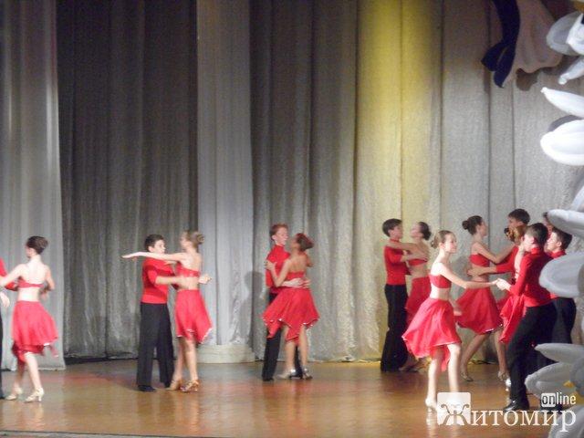 В Житомирському обласному музично-драматичному театрі імені Івана Кочерги відбувався святковий концерт випускників ансамблю «Ритм. ФОТО