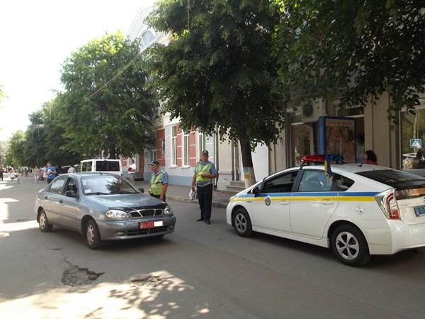 Працівники ДАІ в черговий раз нагадали водіям про обмеження транспортного руху по вул. Михайлівський. ФОТО