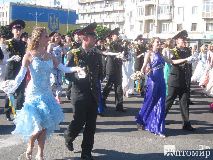 У Житомирі під відкритим небом пройшов офіцерський бал