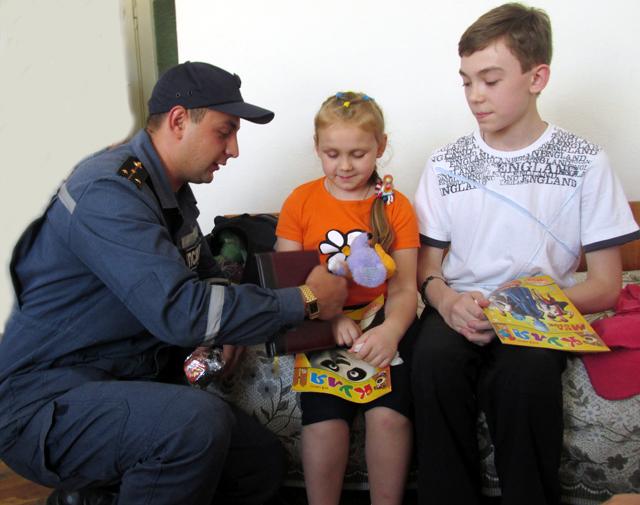 Рятувальники Житомирщини спільно з органами влади, волонтерами та населенням опікуються переселенцями з районів проведення АТО