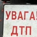 """У Житомирській області """"Тойота"""" вилетіла на зустрічку і знесла зупинку"""