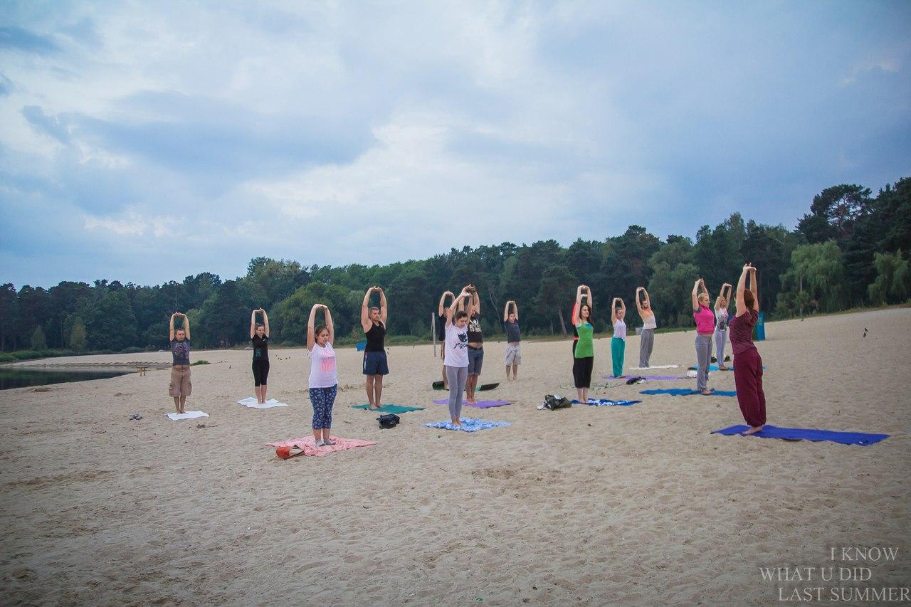 У Гідропарку на світанку пройло відкрите заняття з йоги. ФОТО