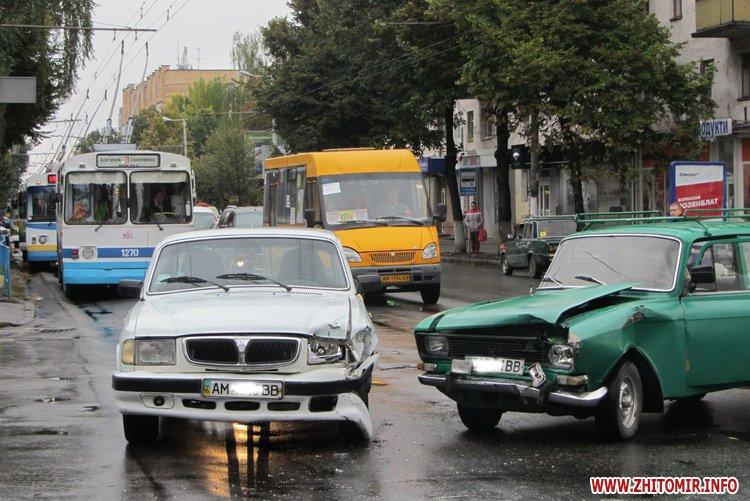 Авария на перекрестке в Житомире парализовала движение троллейбусов в утренний час-пик