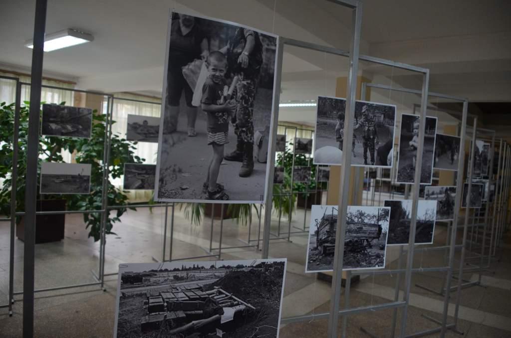 В Житомирі на виставці представили світлини зроблені в зоні АТО