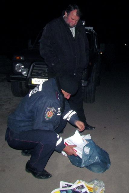 У Чуднові у переддень голосування правоохоронці затримали розповсюджувача фальшивих листівок з черговою порцією бруду на Віктора Развадовського