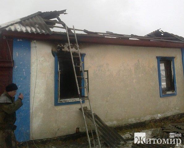 Під час ліквідації пожежі  в Житомирській області рятувальники виявили тіло літньої жінки