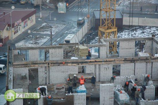 Будівництво першої секції житлового комплексу «Набережний квартал» по вул. Бородія, 50А у м. Житомир йде повним ходом та чітко по графіку. ФОТО