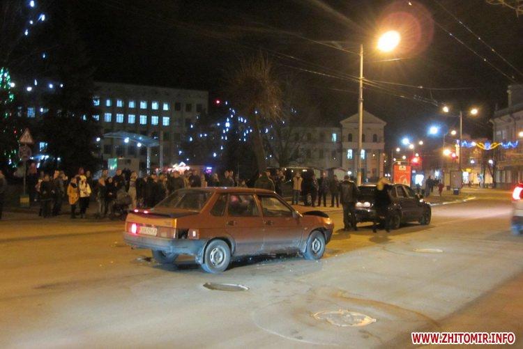 В Житомире возле площади Королева «Лада» въехала в Ford