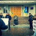 """В Житомирі активісти з шинами та залишками """"Граду"""" вимагають люстрації прокурорів"""