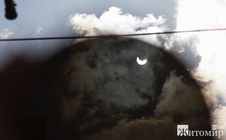 У Житомирі спостерігали за частковим сонячним затемненням