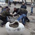 Активісти зробили на годину Михайлівську пішохідною, перекривши в'їзд клумбами.
