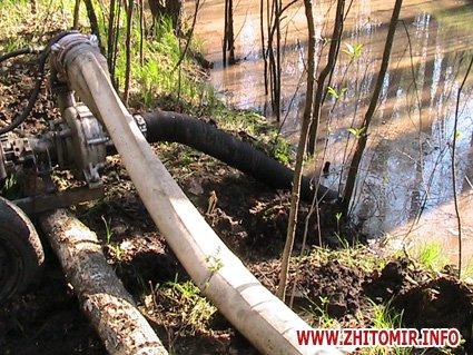 У Житомирській області затримали «на гарячому» шістьох рівненчан, які видобували бурштин