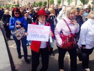 По Крещатику прошло шествие против повышения тарифов ЖКХ