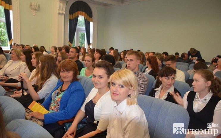 """120 житомирських """"вундеркіндів"""" отримали стипендії міського голови"""