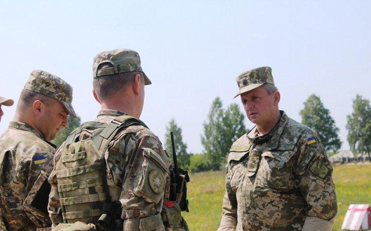 Начальник Генштабу Муженко спостерігав за навчаннями десантників на полігоні під Житомиром