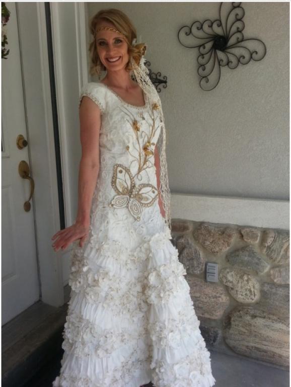 Неймовірні весільні сукні з туалетного паперу