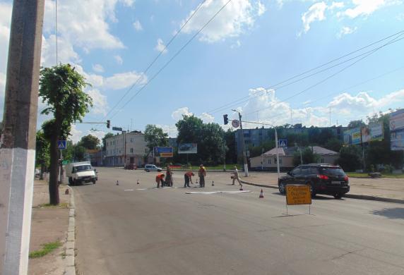 В центре Житомира начали обновлять разметку на дорогах. Фото