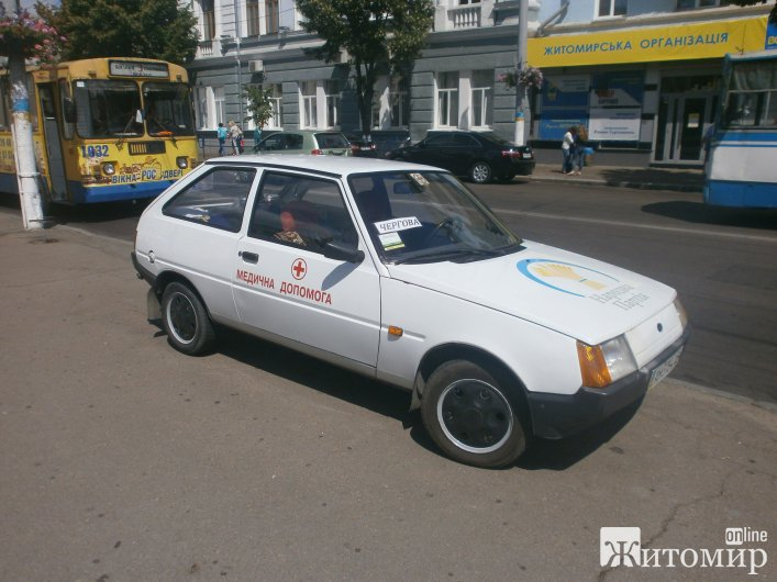 Біля Житомирської міськради не вистачає місця для паркування