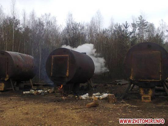 Екологи демонтували бочки для виготовлення деревного вугілля у чотирьох селах Житомирської області