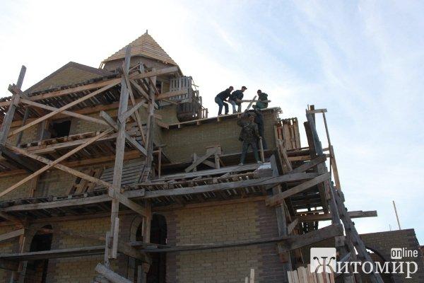 В Житомирі освячено хрест на купол новозбудованого Свято-Георгіївського храму УПЦ Київського Патріахату