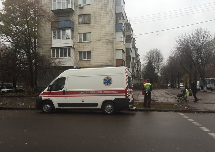 В Житомире возле детской поликлиники ДТП, прибыла «скорая»