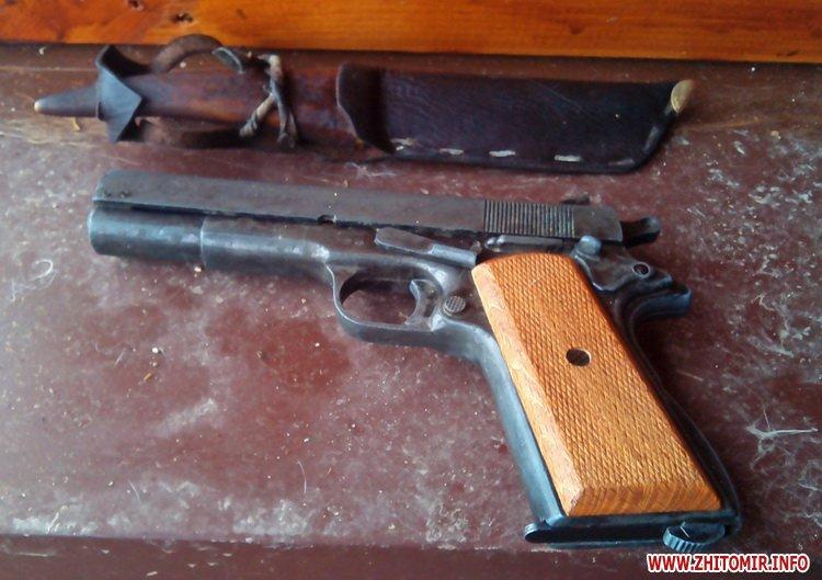 У Житомирській області «російський солдат» напав на пенсіонера з ножем та пістолетом заради 50 грн