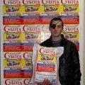 Син-герой Євген Поплавський забрав для своєї мами солодкий подарунок від газети «Субота»
