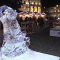 У Житомирі на Різдвяному ярмарку засяяли льодові фігури. ФОТО. ВІДЕО