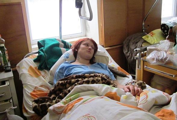 В Новоград-Волынском районе 18-летняя девушка упала с огромной высоты на лед и выжила