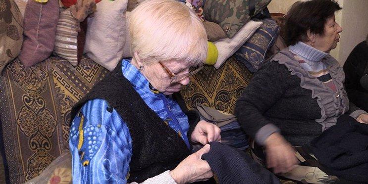 Подушечка від житомирських бабусь-волонтерок врятувала життя військовослужбовцю