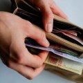 Минимальная зарплата украинцев упала со 148,54 до 57,42 долларов