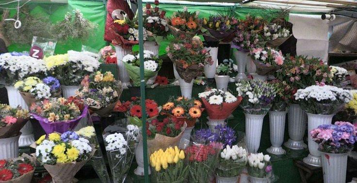 Скільки на квіткових ринках Житомира коштує букет весняних квітів