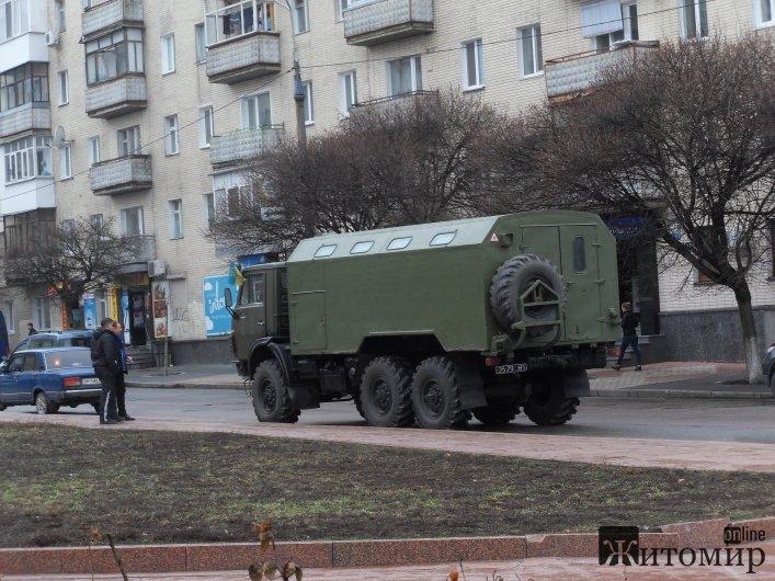 У центрі Житомира сталася ДТП за участю військової машини