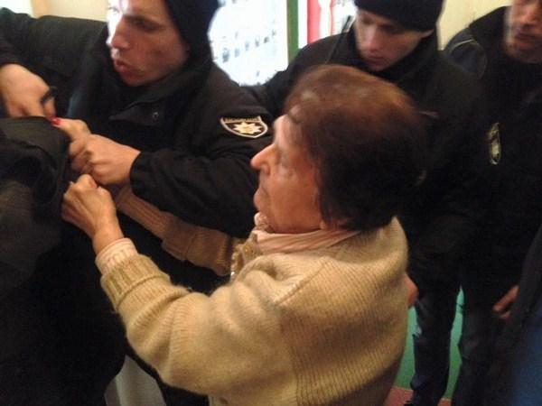 Титушки Розенблата бесчинствовали в офисе ветеранов