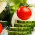 У житомирських дитсадках дітей з червня годуватимуть свіжими помідорами та огірками