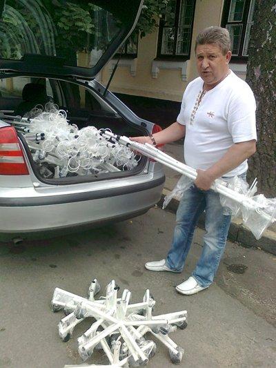 Віктор Развадовський передав медзакладам Житомирщини понад 300 штативів для інфузій