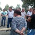 В Ємільчинському районі селяни перекрили рух транспорту, вимагаючи відремонтувати дорогу