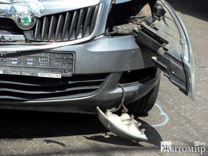 У Житомирі на перехресті Київська-Івана Мазепи зіштовхнулися дві іномарки
