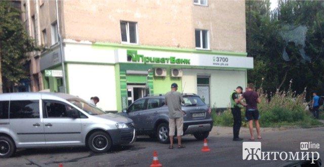 У Житомирі на Київській сталася аварія за участі тролейбуса. ФОТО