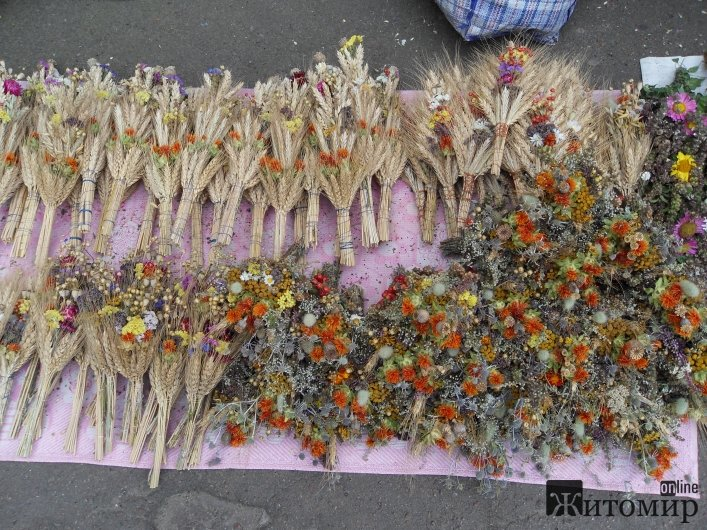 У Житомирі освячують обереги-маковійчики та мед